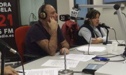 participantes ante los micrófonos de M21