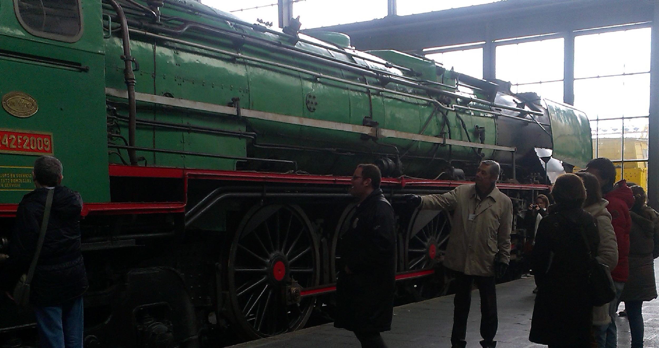 Imagen de una visita al Museo del Ferrocarril