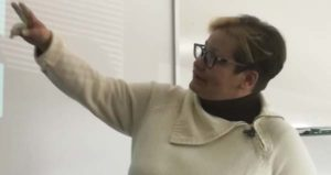 Clara durante un momento de sus clases