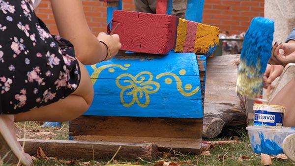 pintando bancos