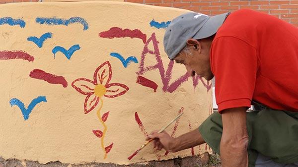 pintando muro