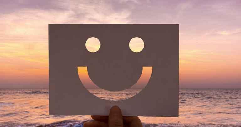 Imagen de recurso. Happy Face en fondo marino.