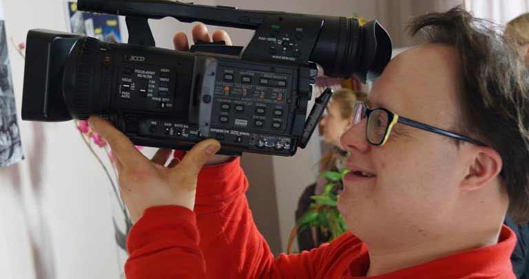 operador de cámara con discapacidad
