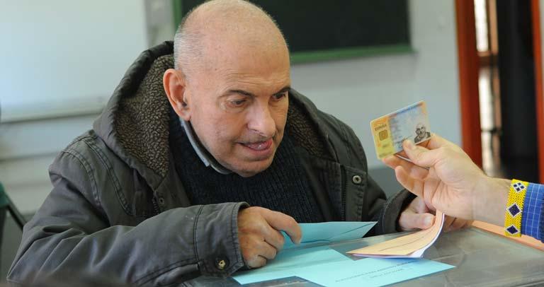 Elector votando en el Simulacro