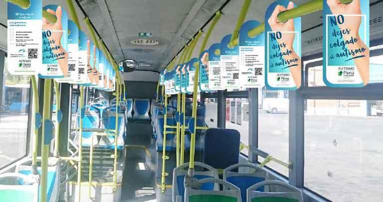simulación de la campaña en interior de autobuses
