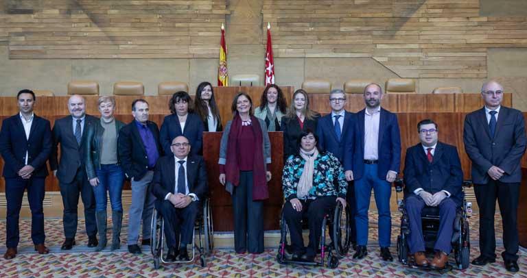 Foto de Familia con la presidenta de la Asamblea Regional