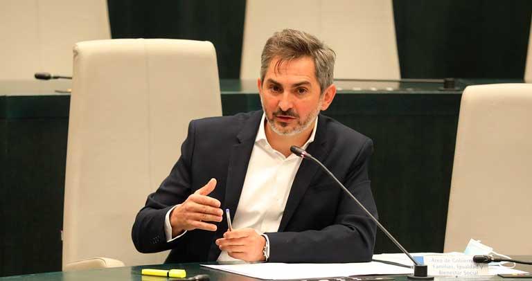 Pepe Aniorte en el salón de plenos del Ayuntamiento