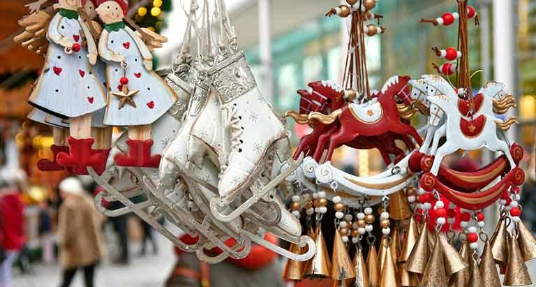 Las entidades instalan sus tradicionales mercadillos solidarios de Navidad