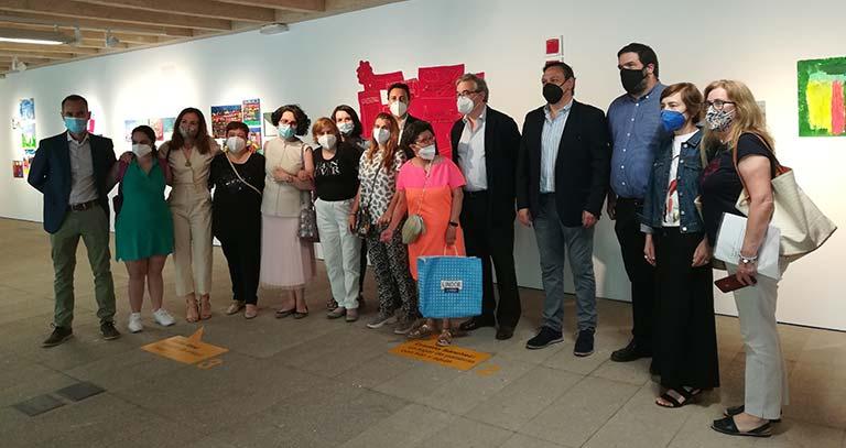 Los asistentes a la inauguración de 9 Lugares