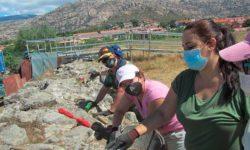 Personas con discapacidad intelectual de Apadis, en una excavación arqueológica