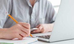 imagen de recurso - mujer trabajando frente al ordenador